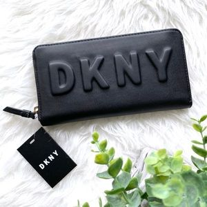 New DKNY Tilly Large Black Zip Around Wallet